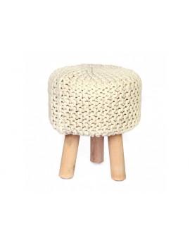 Dřevěná stolička krémové barvy