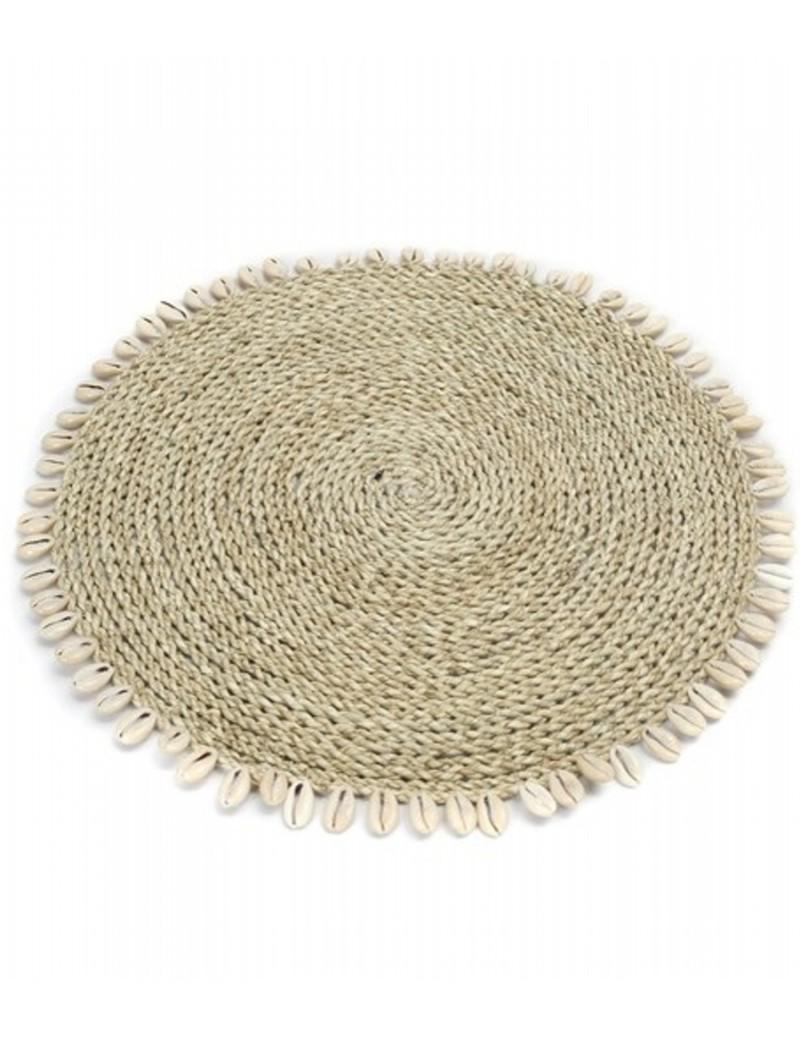 Prostírání z mořské trávy s mušlemi